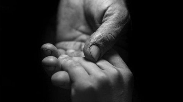 trust-hand